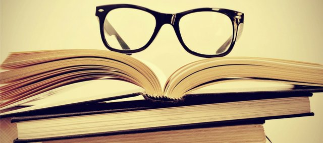 glasses_books_nerds_crop_t640.jpg
